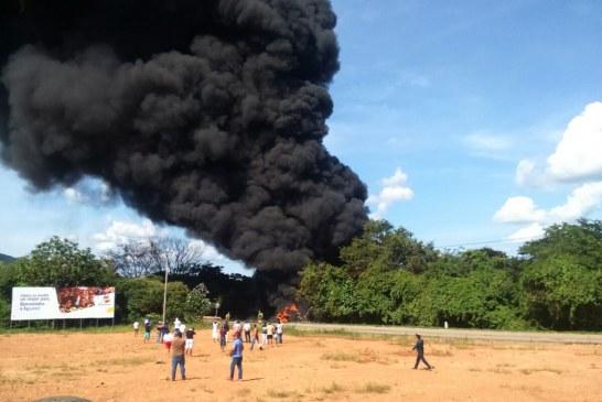 Presunta imprudencia de conductores generó el derrame de hidrocarburos en Aguazul