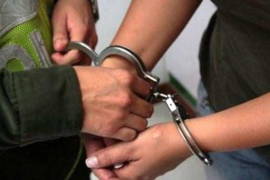 Capturan ex policía acusado de hurto a residencias.
