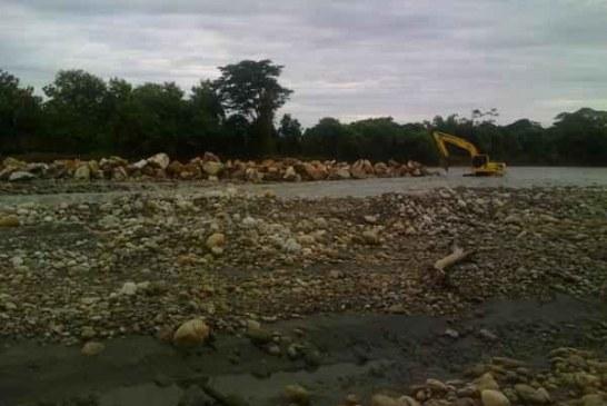 Continúan trabajos de descolmatación en el río Cravo Sur, Parque La Iguana