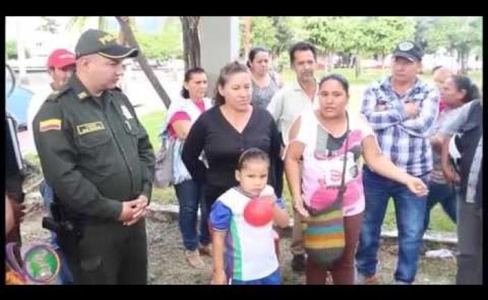 Beneficiarios de Torres del Silencio insisten en plantón por sus viviendas