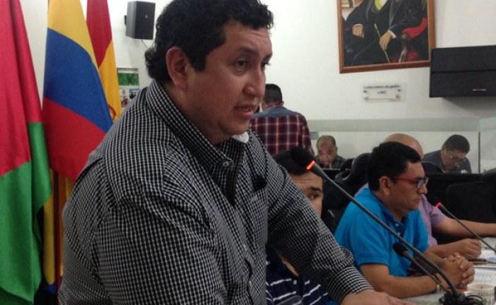 Alcalde de Yopal JJ Torres enfurecido con el concejo y periodistas porque lo critican.