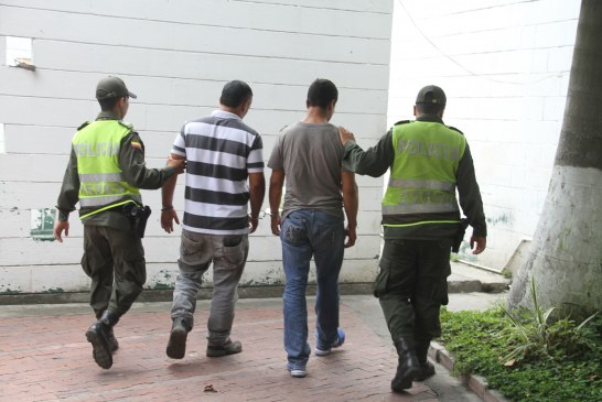 Dos hombres armados fueron capturados cuando robaban en una finca