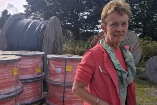 La granjera que instaló su propia red de banda ancha de internet y abastece a más de 2.000 personas en Reino Unido