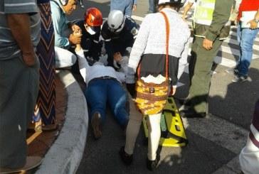 Bomberos atienden mujer lesionada en accidente de tránsito en Aguazul