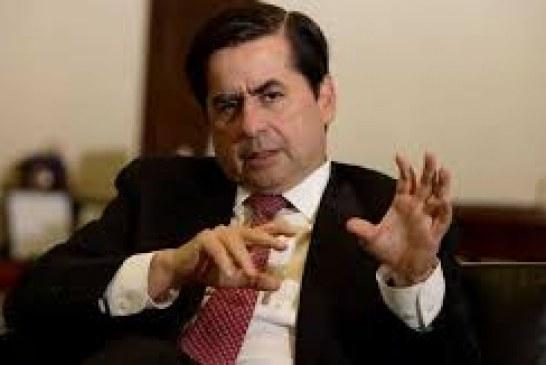 Ministro del Interior viajó a Ecuador para sumarse a diálogos con el ELN