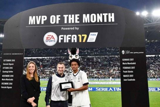 Cuadrado recibió el premio como mejor jugador del mes en la Juventus