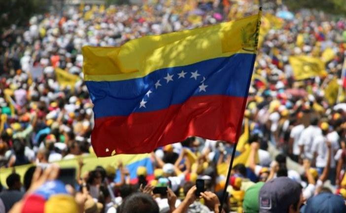 """#EnAudio Así va la """"la organización para la reconstrucción de #Venezuela"""" Javier Chirinos"""