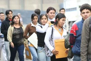 La dificultad de los jóvenes para conseguir empleo.