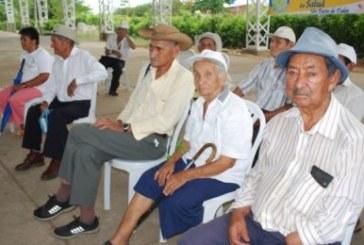 Inescrupulosos piden cuotas de $60 mil a ancianos para incluirlos en beneficios sociales.