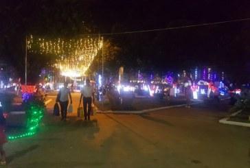 Las familias regresaron al parque Santander, tras la iluminación navideña y funcionamiento de la pila central
