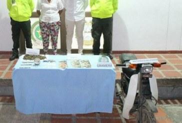 Pareja en Paz de Ariporo expendía marihuana y tenían moto robada