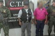 Capturan a sujeto cuando recibía dinero de su víctima, frente a la sede del Gaula