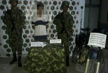 Hombre fue detenido en Maní, se le incautó una pistola y una motocicleta.
