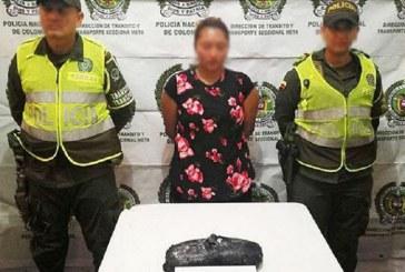 Aparentando un embarazo con paquete de cocaína viajaba en bus para Aguazul.