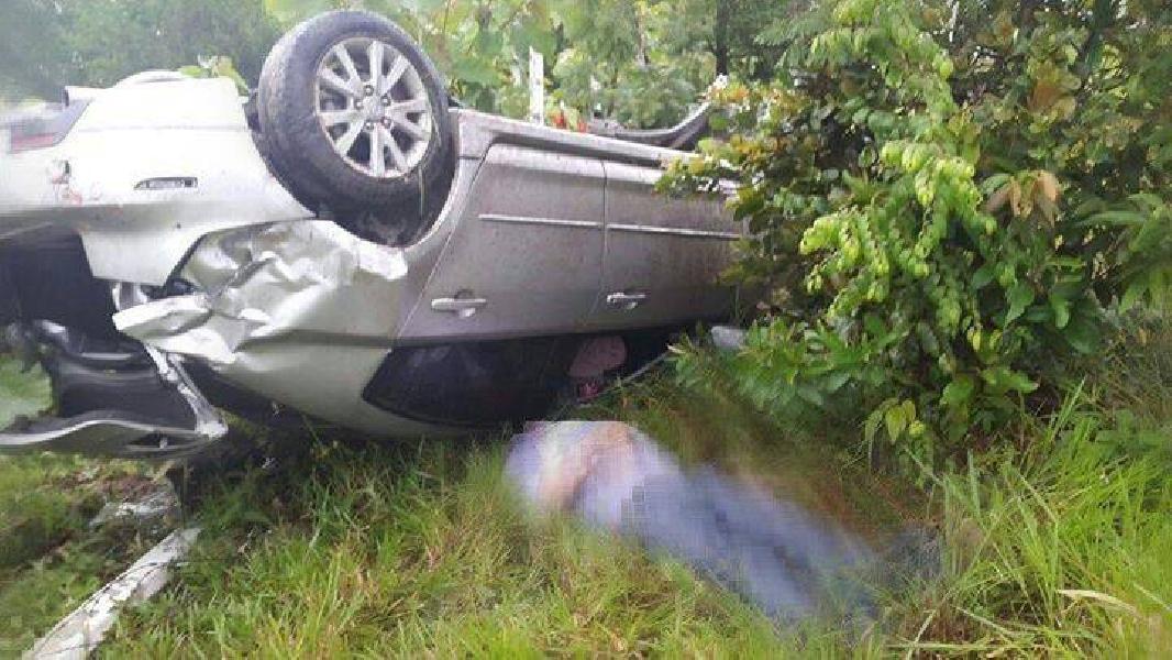 Un muerto en Villanueva cuando su auto se salió de la vía