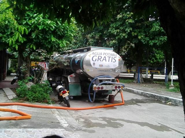 Carrotanques no autorizados portan logos de la empresa de acueducto