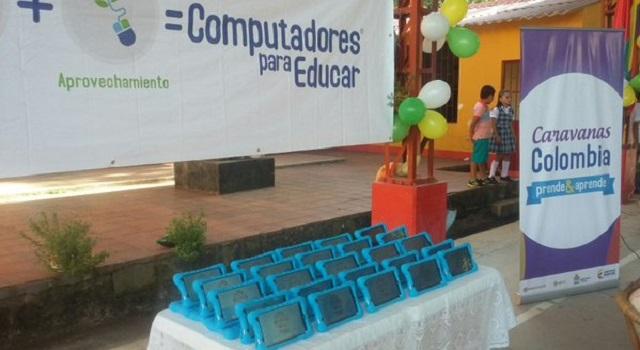 Niños de la Escuela La Vega de Yopal recibieron Tabletas y Portátiles