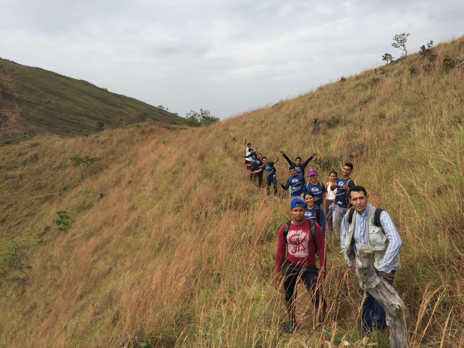 Deportistas se suman a la titánica labor de preservación del cerro El Venado.