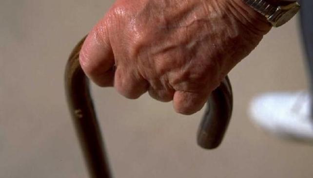 Roban y golpean anciano en Aguazul.