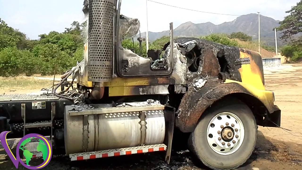 Otra quema de vehículos, al parecer por el ELN Colombia.
