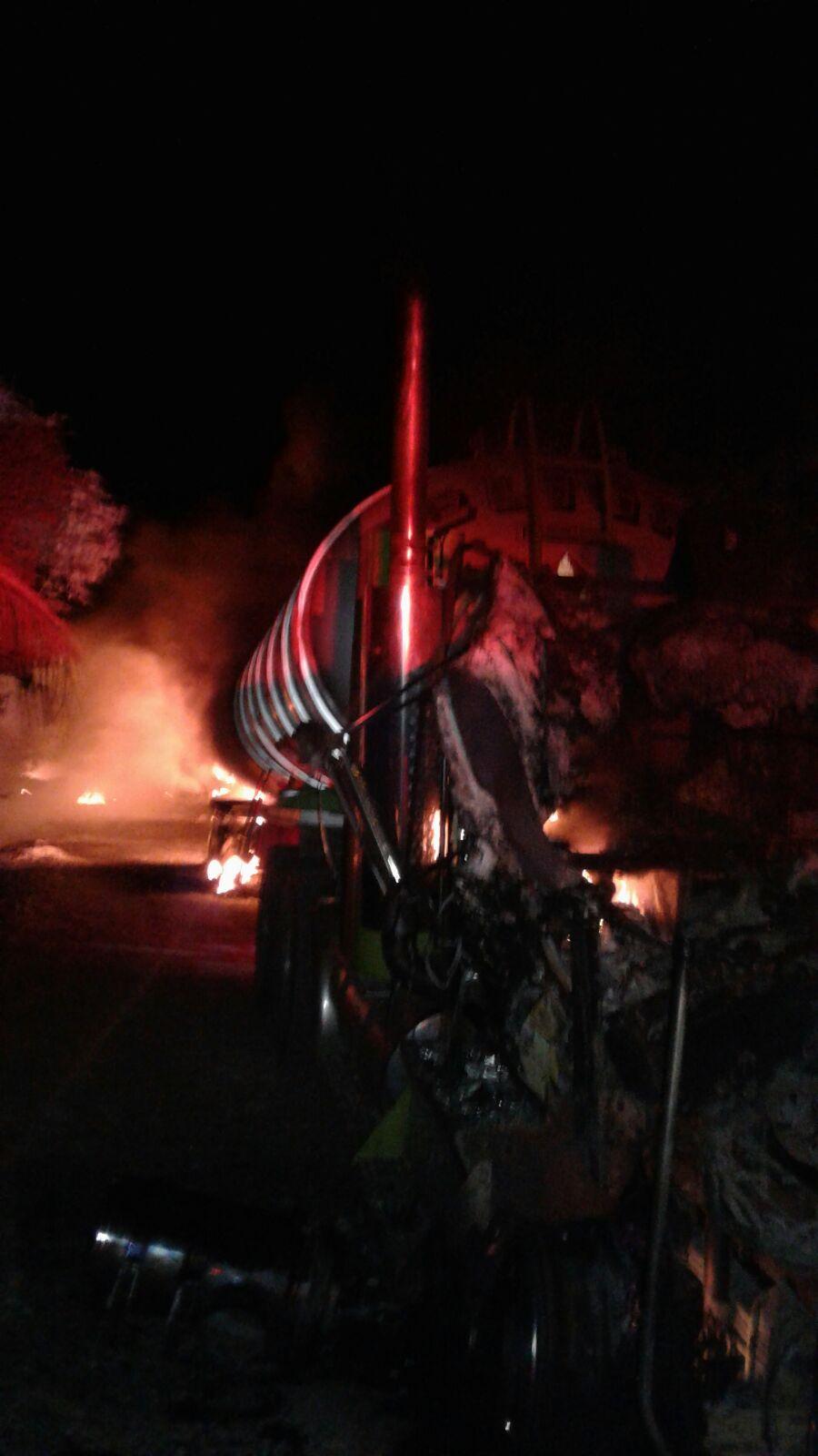 Dos carrotanques fueron incinerados anoche en zona rural de Paz de Ariporo.