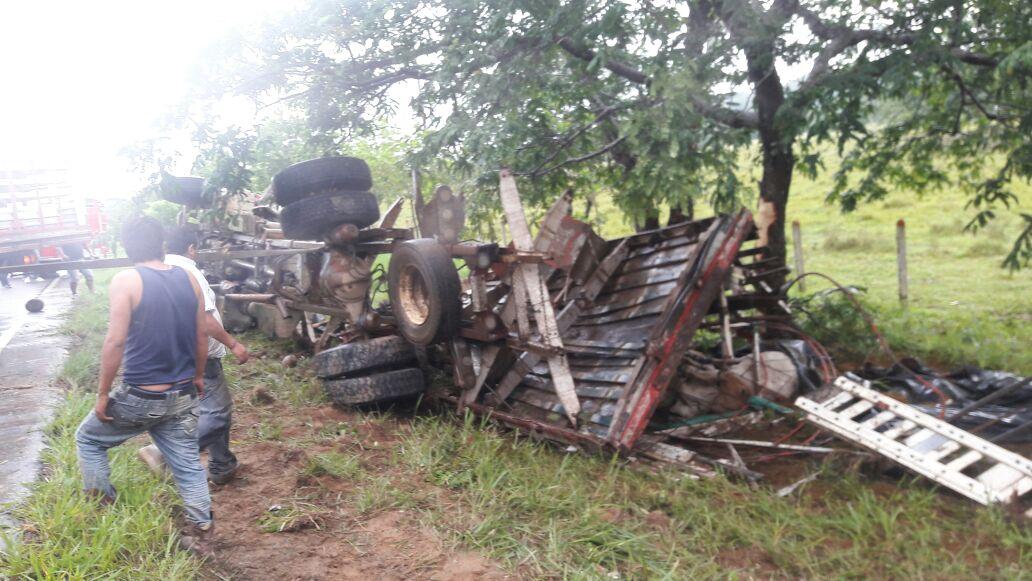 Ayer se registró un accidente de tránsito de camión ganadero en vía marginal de la selva
