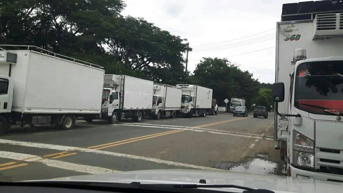 Caravana con alimentos pasa de largo para Bogotá, desabasteciendo de productos alimenticios en zona norte de Casanare.
