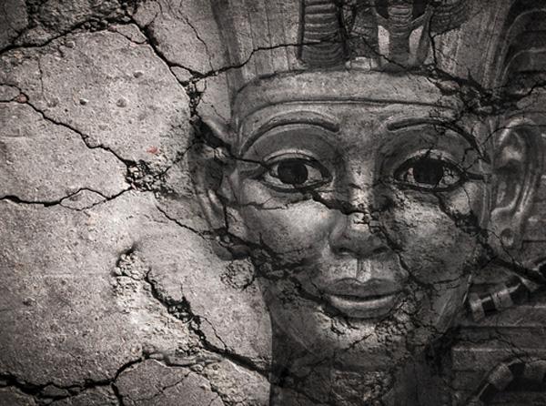 #Violetaenlahistoria: Un día como hoy se suicidó Cleopatra