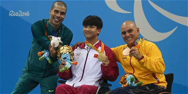 Moisés Fuentes, medalla de bronce en natación paralímpica en Río