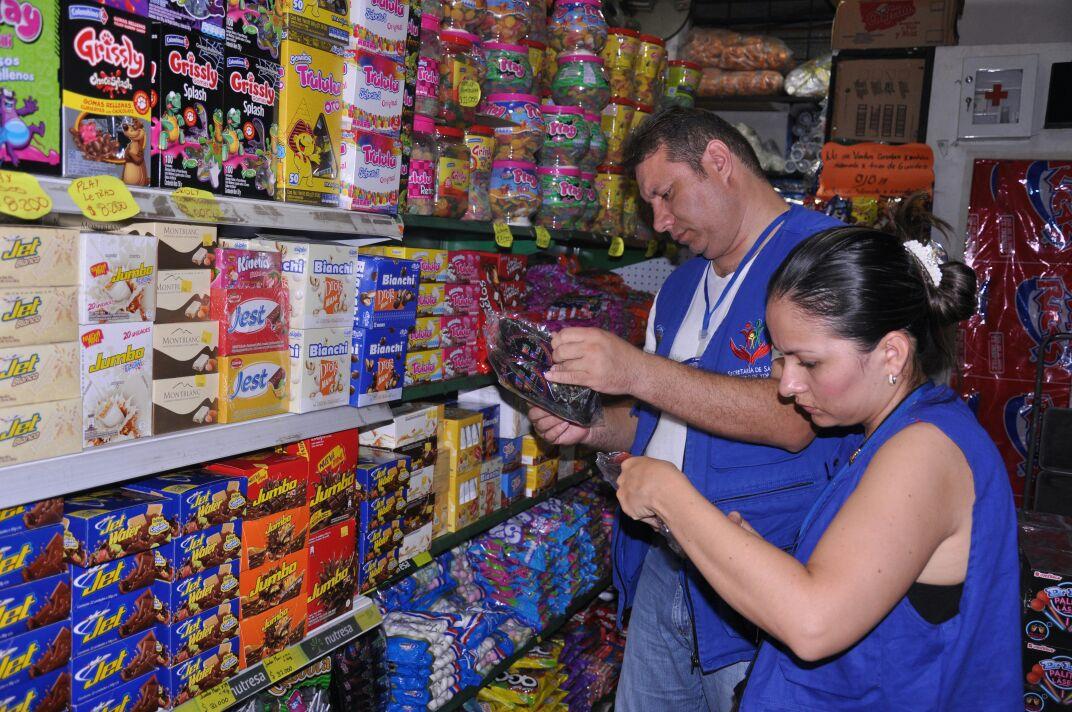 Secretaría de Salud de Yopal inspecciona comercio de dulces a propósito del día de los niños o Hallowen