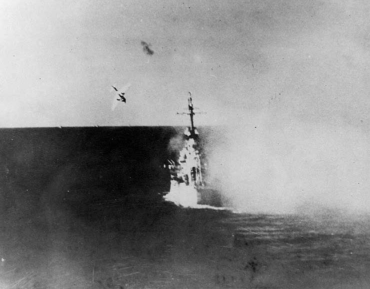 #Violetaenlahistoria: Un día como hoy Primer ataque kamikaze en la Segunda Guerra Mundial