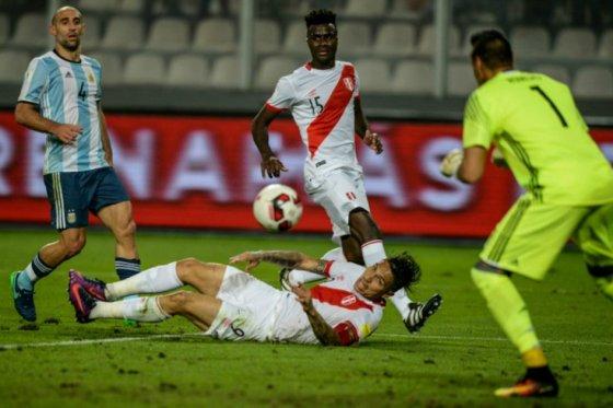 Argentina empata ante Perú y no logra bajar a Colombia del cuarto puesto