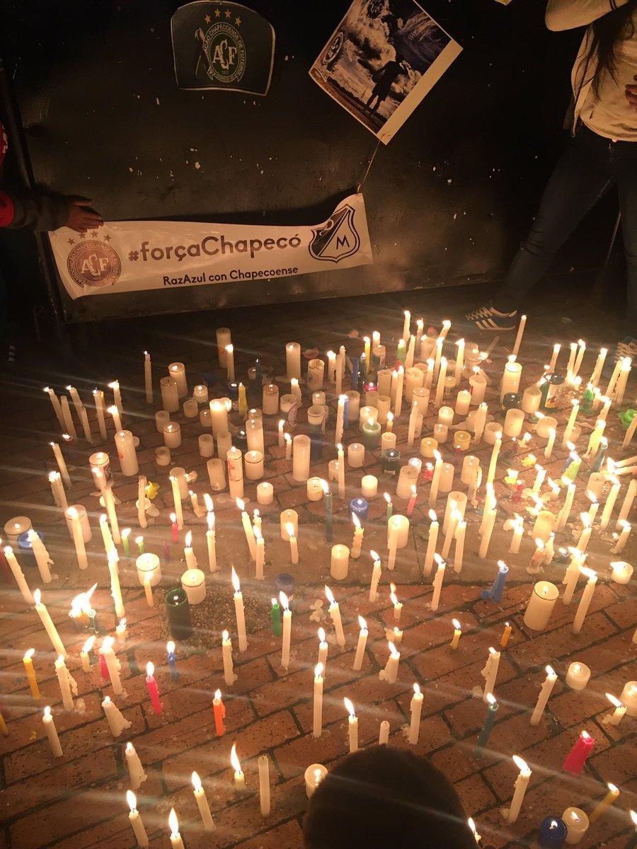 En Bogotá, hinchas de Millos y Nacional se reunieron para homenajear a Chapecoense