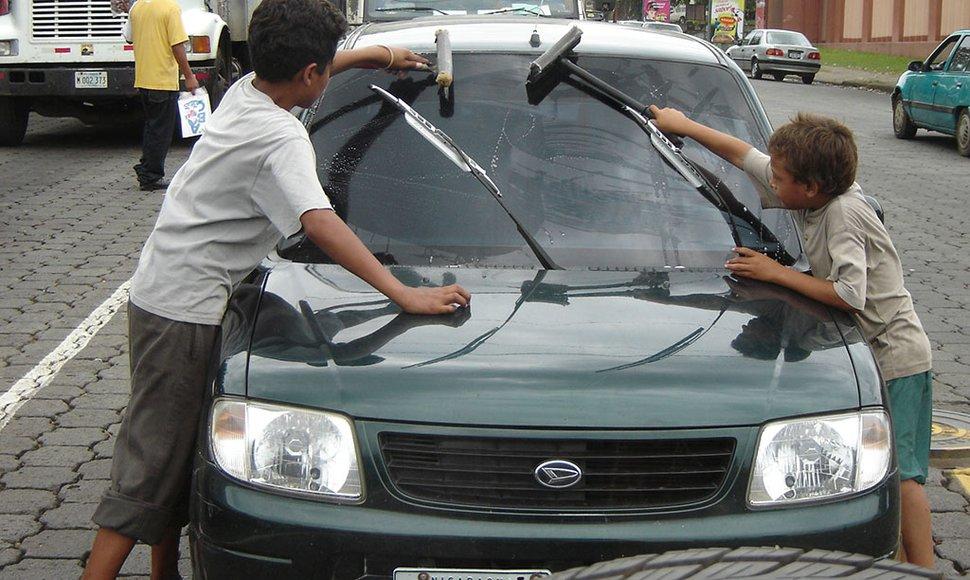 Campaña contra el trabajo infantil. Al menos 80 laboran en semáforos