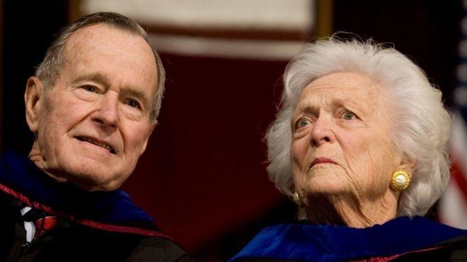 Hospitalizados expresidente de EU y su esposa