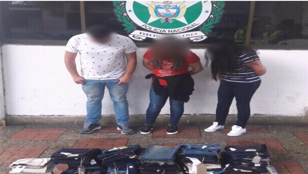 Sorprendidos tres adultos por hurto en Centro Comercial de Villavicencio