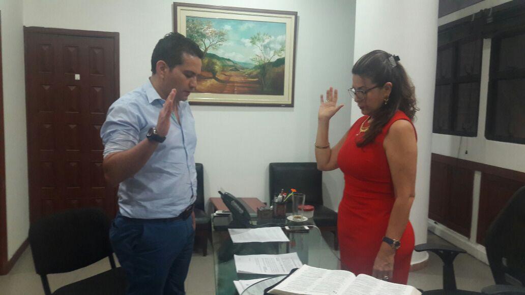 Ante la alcaldesa (e) de Yopal tomó posesión como gerente de la ESE Salud Yopal el médico Edwin Barrera.
