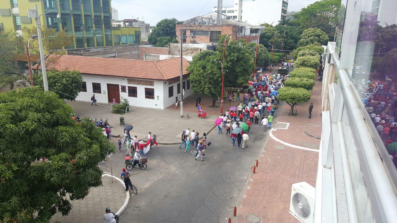 Con arengas de rechazo al Gobierno municipal, docentes de Yopal marchan