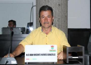 """""""Ojalá se concrete la renuncia del alcalde porque a veces hace anuncios que no cumple"""": concejal Juan Vicente Nieves."""
