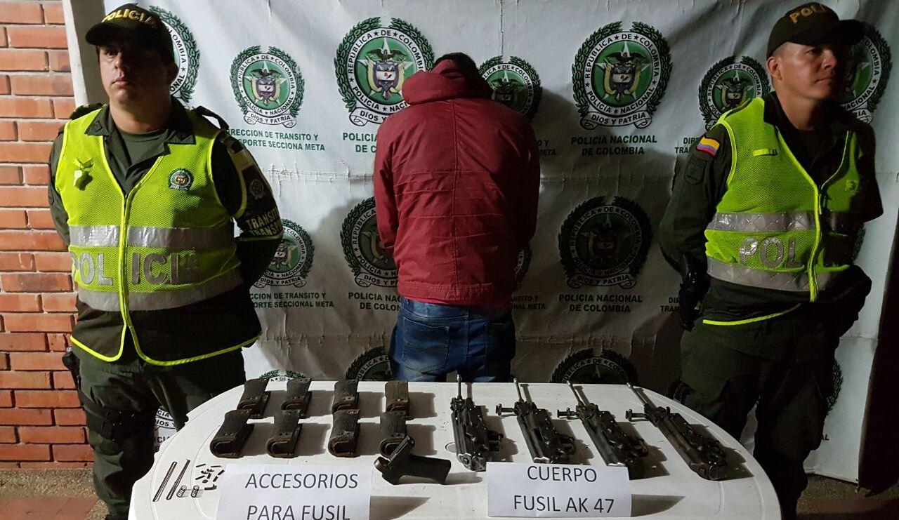 Tres hombres capturó la Policía por transportar cinco fusiles por partes