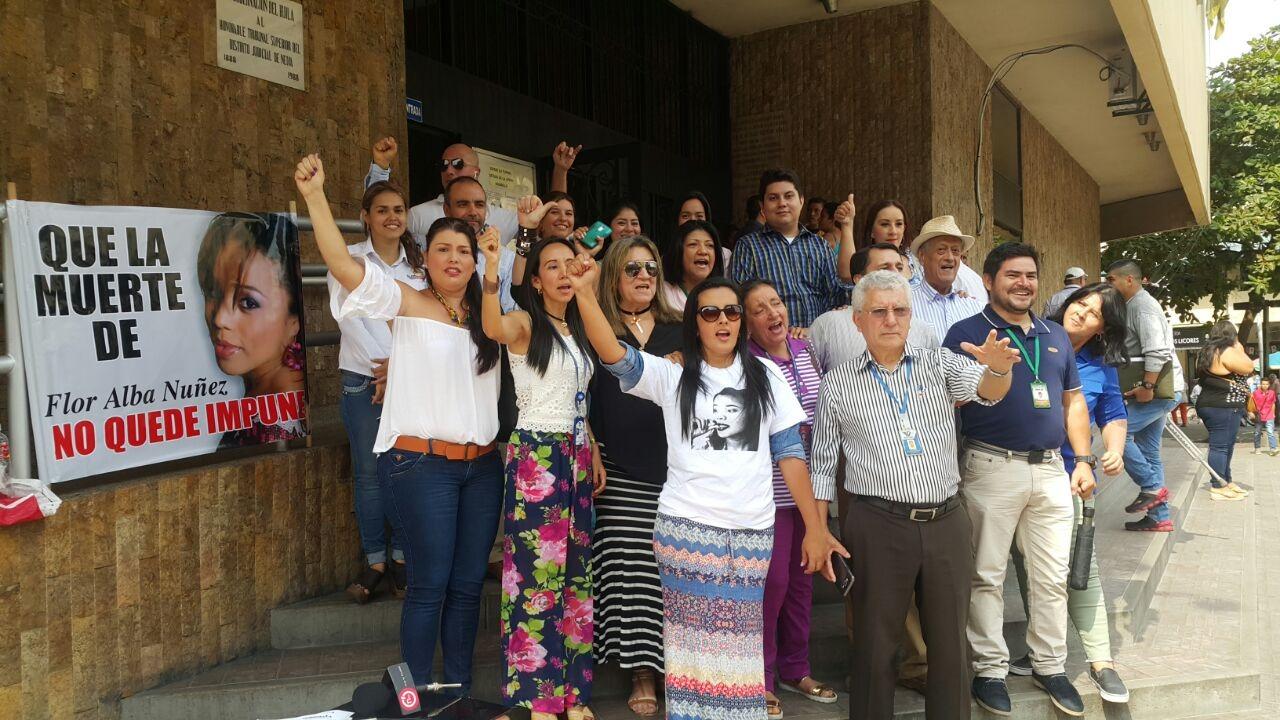 #EnAudio #DiaDelPeriodista Periodistas en Neiva y Pitalito realizan plantón para exigir justicia en el crimen de la periodista Flor Alba Nuñez.