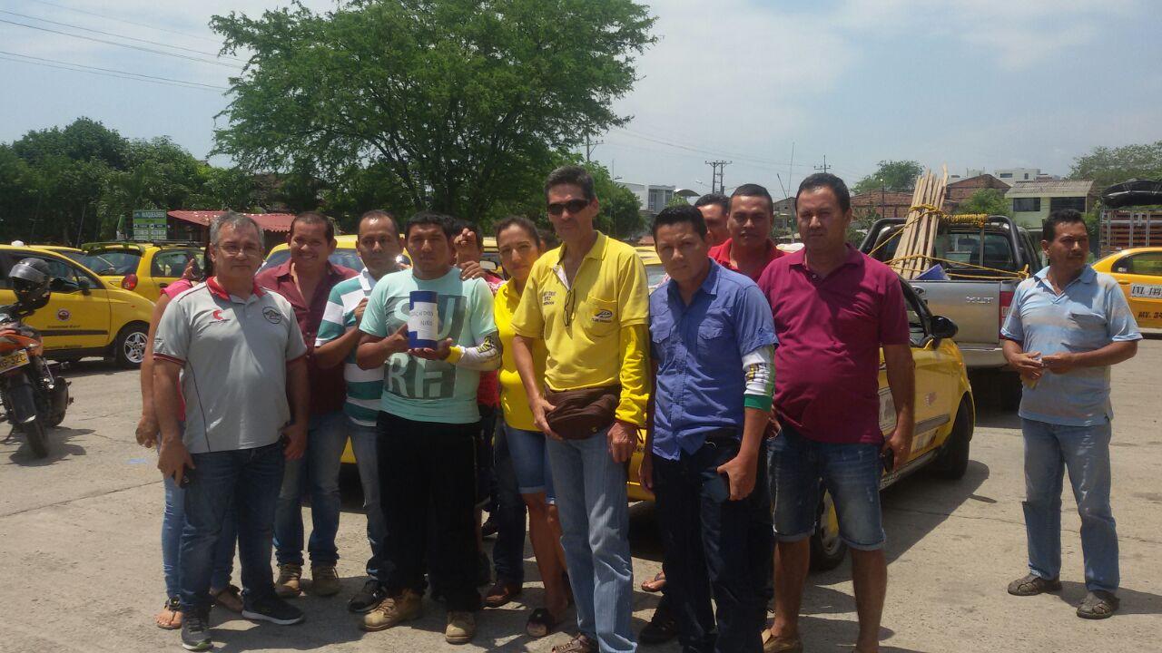 Gremio de taxistas apoya al conductor involucrado en accidente y también a la madre del menor fallecido