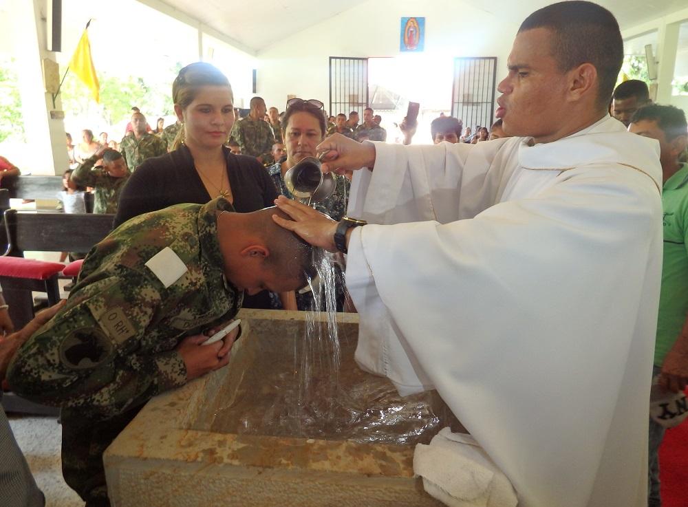 En Yopal 74 soldados del Ejército Nacional recibieron bautismo y primera comunión