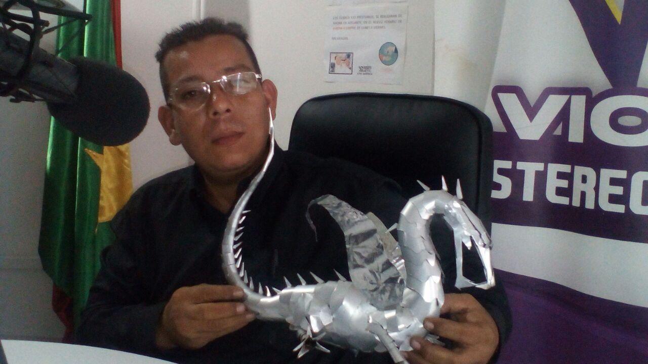 "#EnAudio Antonio Gutierrez convierte ""basura"" en llamativas figuras artesanales"