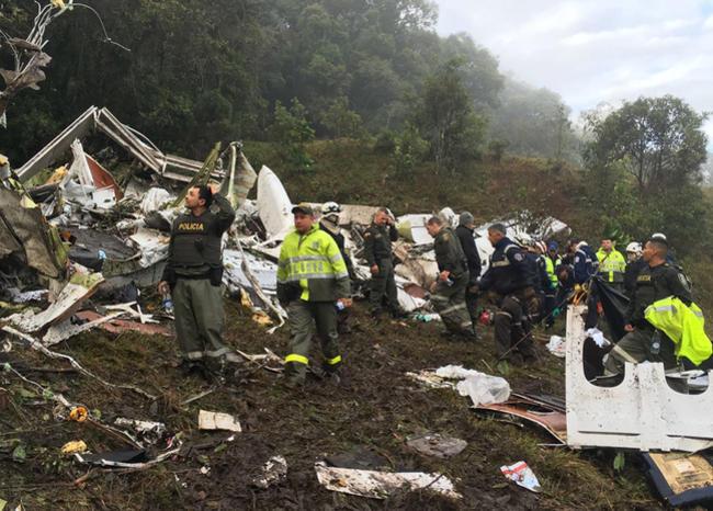 Despiden a médicos que atendieron a sobrevivientes de la tragedia del Chapecoense