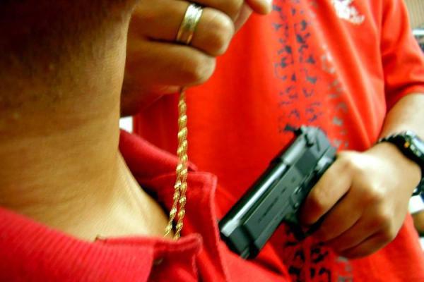 Roban cadena mediante raponazo a militar retirado en Yopal