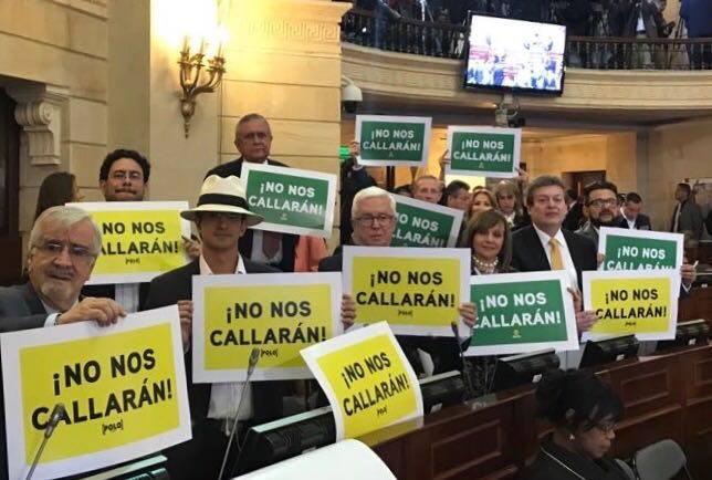 #EnAudio Senador Robledo Habla sobre la manifestación simbólica #NoNosCallaran realizada en las instalaciones de sesiones del senado.