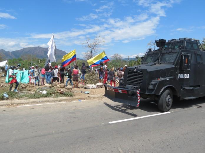 Presuntamente fueron tres los artefactos explosivos que lanzaron contra la líder de la invasión La Libertad en Yopal