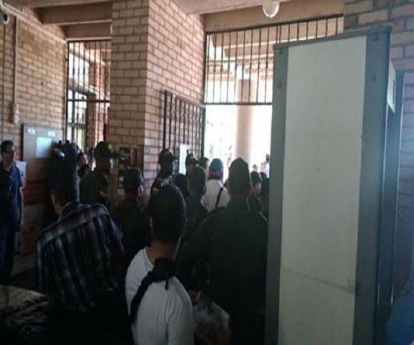 Propietarios de bares de la Cra 29 en Yopal protestaron por cierre de establecimientos.