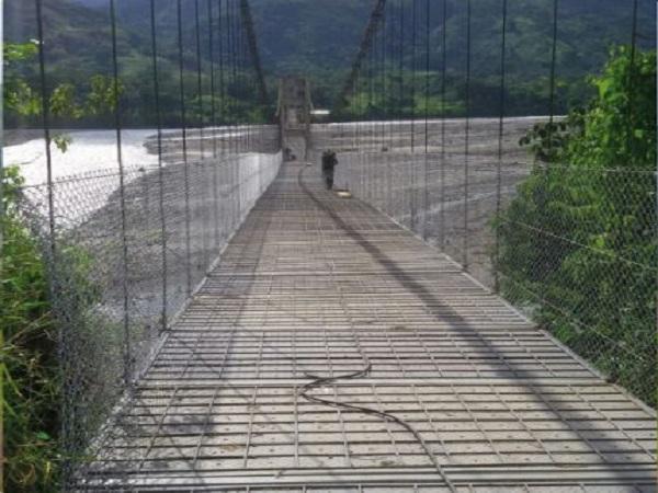 Después de dos años habilitan puente peatonal Eccehomo en Támara.
